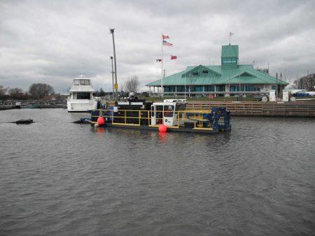 Pag-dredging sa Lake Ontario Harbor