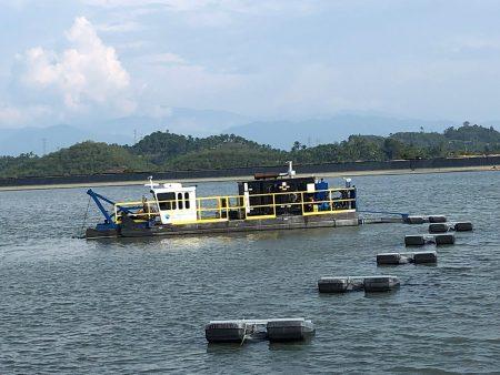 7012 حصان ينظف بركة مخلفات في ماليزيا.